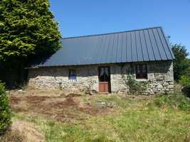 Detached stone property with garage in Priziac area. Land 392 sq.m, 700 sq.m (walking distance)