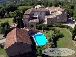 Hamlet with 5 stone houses of 15th and 16th century, 600m², 7 additional bedrooms to restore,