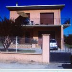 Spacious House with 800m2 Garden & Garage Near Bordeaux