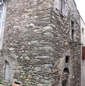 Stone village house to renovate entirely - nice project !