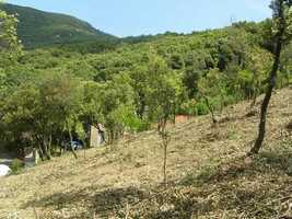 Land of 2670 m² with a constructible part in a lovely hamlet and nice views.
