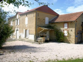 Renovated farmhouse of approximately 180m²