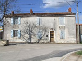 Village house with potential-150m² on 2 floors+oubuildings & barns. Private courtyard + garden