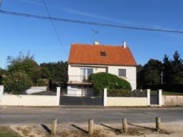 4 Bedroom House set in Pretty and Popular Hamlet with attached Gardens