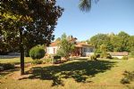 Melle (79) - Detached sous-sol property with large gardens in the heart of Melle.