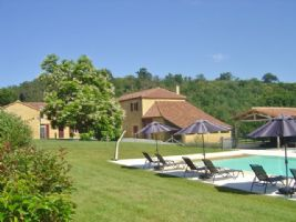 Magnificent domain with 550 m2 of living space, 7 hectares of land