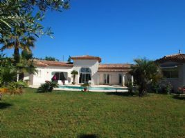 Quality villa with 176 m² of living space including an independent studio on 2252 m² with pool.