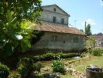 Ancien moulin à eau à restaurer, avec jardin et deuxième petit logement.