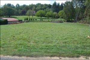 In the countryside and close to all amenities, very nice building land with cu viabilise, to seize