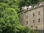 EXCLUSIVE. Stone property to renovate, with river frontage, set in 624m² of wooded land (slop)