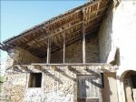 In a hamlet, 10 km far from Figeac, barn with planning permission. 2 levels of 90 m² each