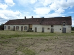 Agricultural property on 25 acres with house for internal restoration, barn, hangar, peaceful