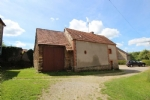 A detached  house with barn to restore, with 1 080m2 garden. Close to Bonnat