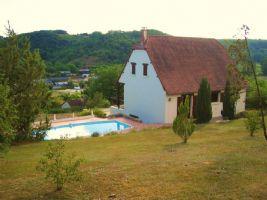 Périgourdine-style house with pool near Salignac Eyvigues in the Dordogne