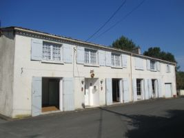 Large renovated Charentaise house, can be divided in two.