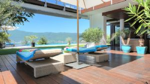 LAKESIDE ANNECY - Luxurious 5 bedroom property with a stunning lakeside view