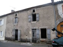 Ambernac - Large village house in need of total renovation