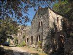 Dominant les gorges de la Doubie, cette propriété est située sur un site d'exeption