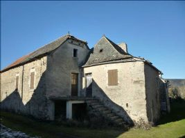 A stone house to renovate situated in a quiet hamlet only 6kms from Villefranche-de-Rouergue