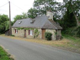 Detached 2 Bed Stone House Near Mur de Bretagne