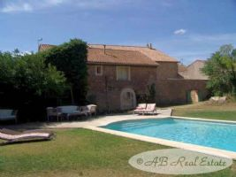 *** Bargain *** Domaine with elegant 19th Maison de Maître with independent house with 4