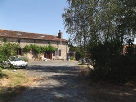 Charming and spacious 7-bedroom stone farmhouse near Parthenay