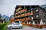 A quirky, spacious apartment located alongside the pistes.