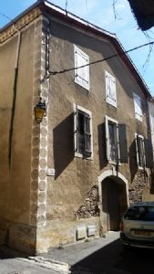 Apartment of 88 m² of living space in a pretty stone house in a hamlet well known for its wine!