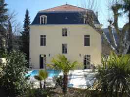 Extraordinary maison de Maitre with 8 bedrooms, highest quality, on 1360 m² park with pool.