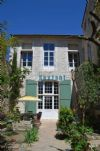Atypical mansion with courtyard (near Nimes and Avignon)