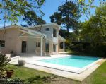 House with pool on the golf course minutes from Lacanau beach.