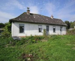 Ref 3361 : Typical farmhouse to renovate in a nice...