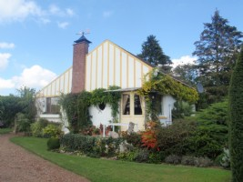 Near Doullens, in a superb park of 2.5 acres