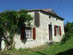 Axe Barbezieux - Chalais. Maison de village. Charme et caractère. Grand jardin.