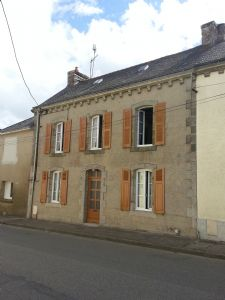 Large character house of 6 bedroom with garden of 198 sq.m. Garage and vegetable plot.