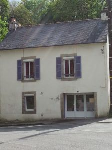 SOLD BY THE AGENCY - 3 bedroom renovated town house with manageable garden 414 m²