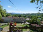 Ferme en L rénovée avec goût avec vue sur les Pyrénées