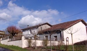 Situated in countryside near to Chabanais. Nice 4 bed family house.PRICE REDUCED