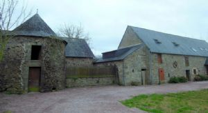 Superb stone longere with outbuildings to renovate - 20 mins to st malo