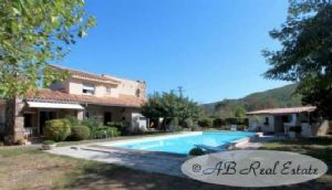 *** Reduced Price *** Two storey modern villa, 230m², 3 bedrooms, gîte, turnkey, 2500m²,