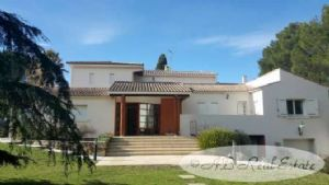 Splendid contemporary Villa, 320m², built and decorated with great taste and high quality