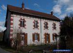 Une grande maison d'habitation en Allier avec des dépendances et jardin