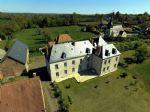 Château entièrement restauré et confortable nord Creuse. Belles dépendances. Sur 1.7 ha