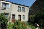 A terraced townhouse with a garden, shops and services at walking distance.