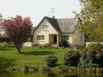 Beautiful detached country home with stocked lake and 2.5 hectares of land, 308,275 €