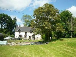 Farmhouse on 1.776 hectares, 168,800 €