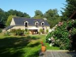 Stunning countryside cottage, outdoor swimming pool, studio appartment and small lake