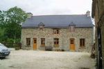 Pretty stonebuilt house with barn and large garden, 179,000 €