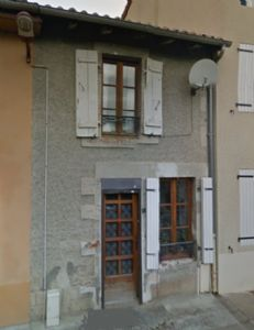 Charming town house with 2 bedrooms.