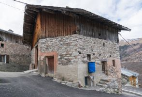 Detached Alpine Barn to Renovate